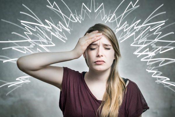 毎日起きる偏(片)頭痛・・・セロトニン不足とストレートネックが原因!?